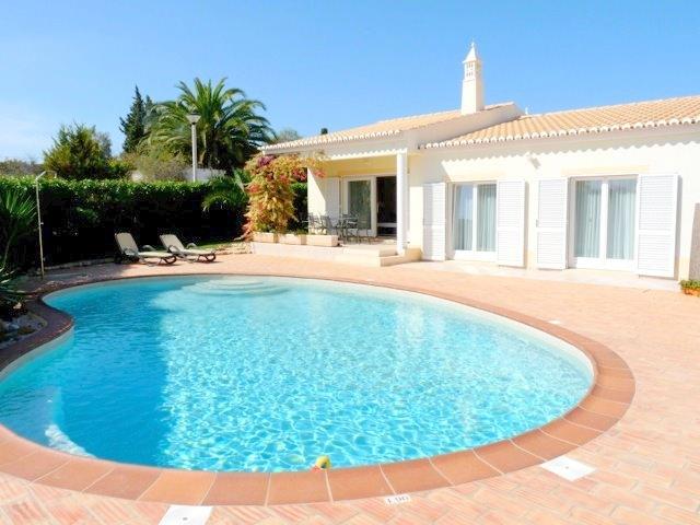 Casa-Pequena-front-pool